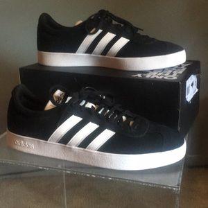 *NEW* Classic black swayed Ortholite Float Adidas.